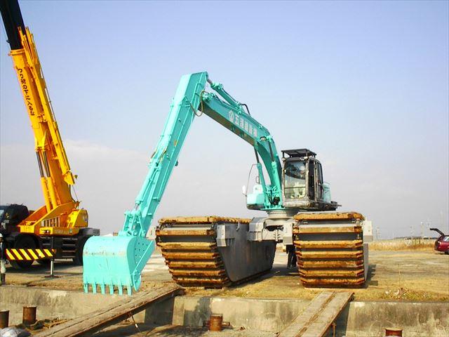 水陸両用大型泥上掘削機
